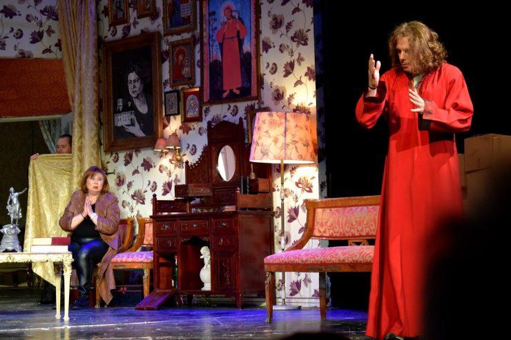 19-teatrul-national-ion-luca-caragiale-bucuresti-dumnezeu-se-imbraca-de-la-second-hand-regia-ion-caramitru